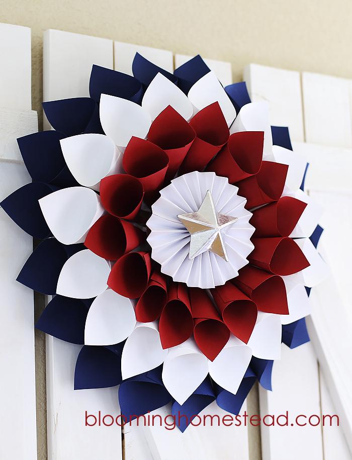 DIY Patriotic Wreath - Blooming Homestead