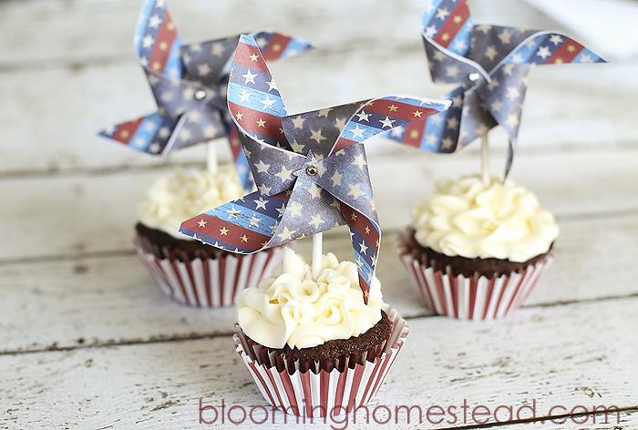 DIY Patriotic Pinwheel Cupcake