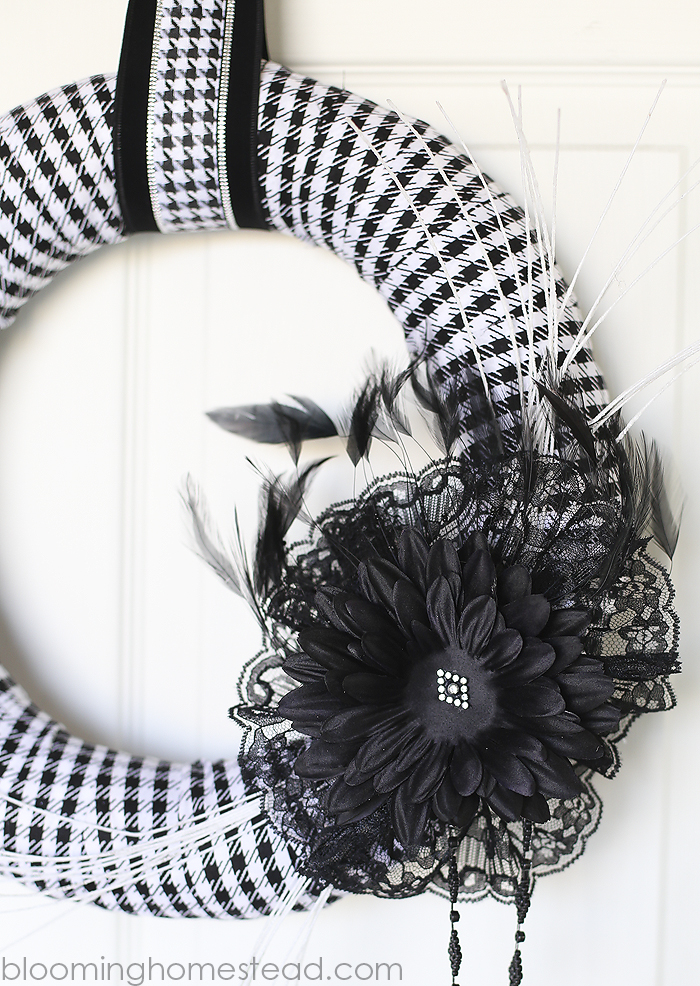 DIY Halloween Wreath by Blooming Homestead #halloween #halloweenwreath #wreath #diy