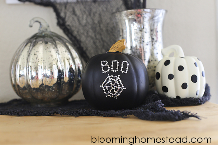These DIY Embellished Pumpkins are so easy and add such a touch of Spook to your halloween decor! #Halloween #decor #pumpkin
