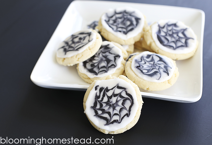 Halloween Cookies and How to use royal icing