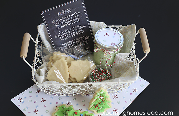 Christmas Cookie Decorating Kit with free printable from Blooming Homestead | Christmas | gift ideas |Christmas Cookies | Sugar Cookies