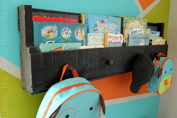 How-to-make-install-pallet-bookshelves-angled-top1