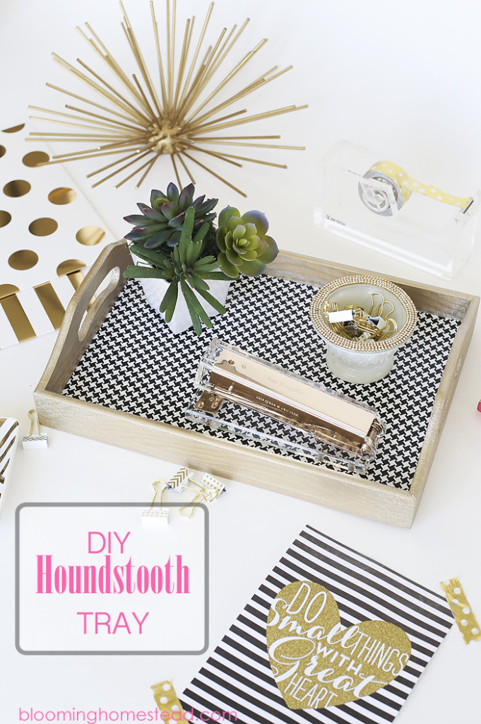 You'll love this easy DIY Houndstooth tray, so simple and easy to make! + Dozens of other vinyl projects!