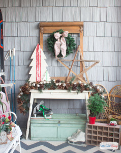 CCclassyvintage-inspired-christmas-porch-decorations-24