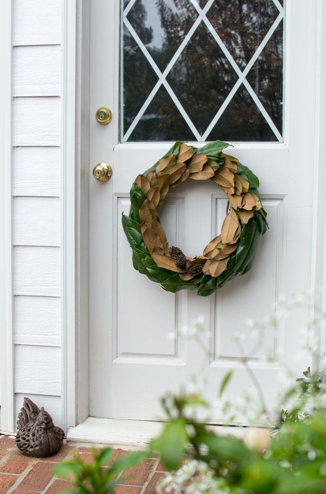 cc-ClassyDIY-magnolia-wreath