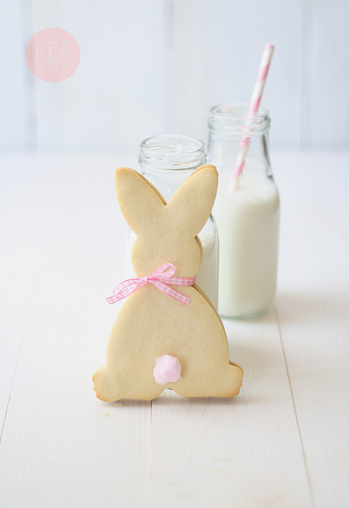 Easter Bunny Chocolate Sandwich Cookies with Cotton Tails from LaRecetaDeLaFelicidad