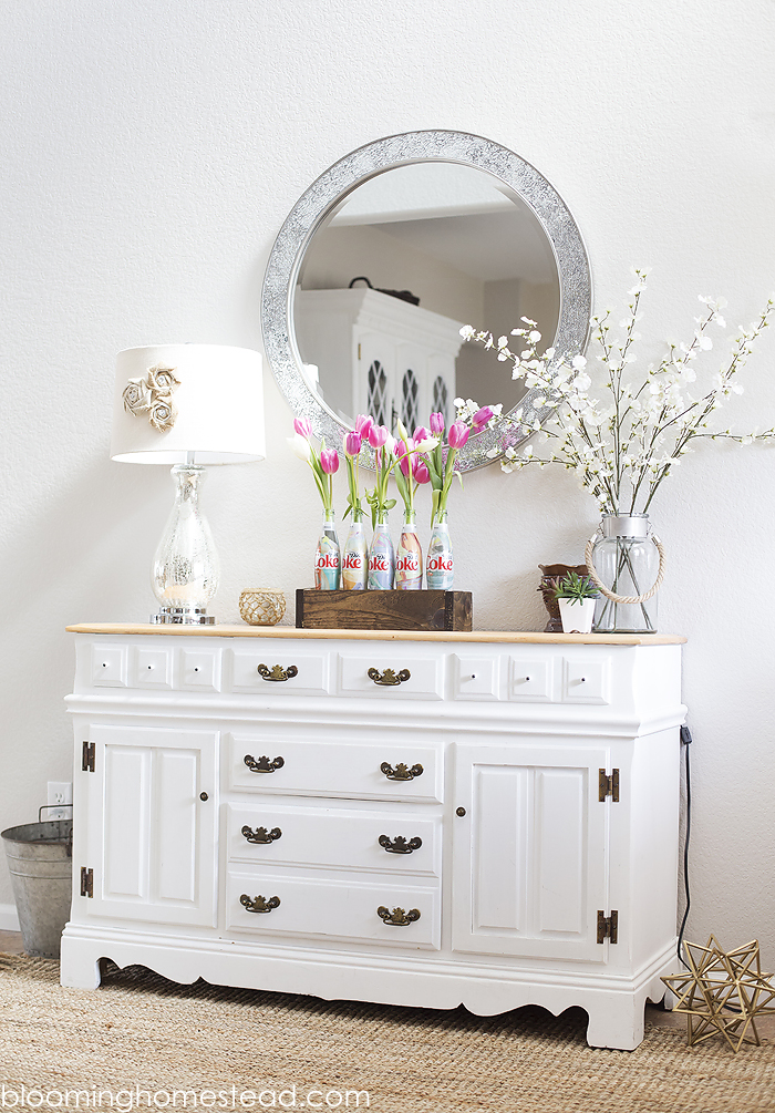Love this pretty Spring vignette. Bright and cheery entryway decor.