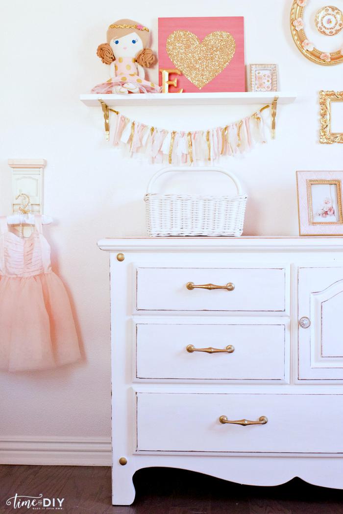 CCchippy-glam-dresser-makeover