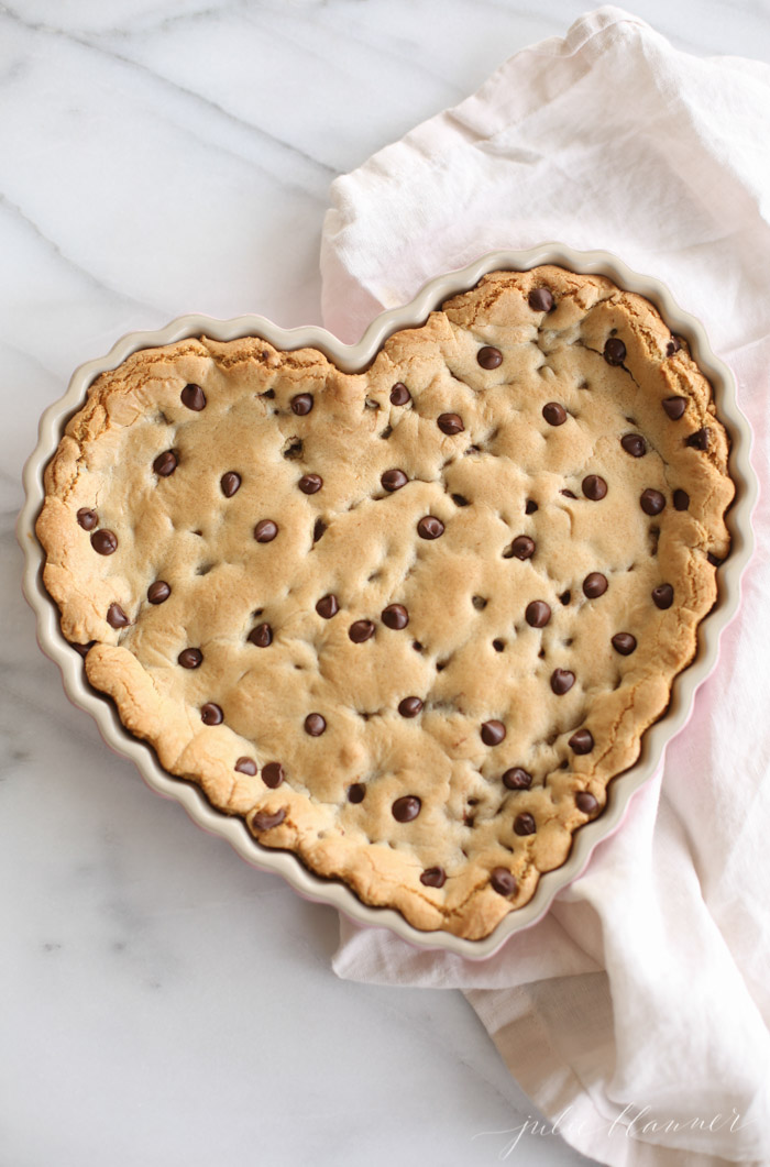 chocolate-chip-cookie-cake-recipe
