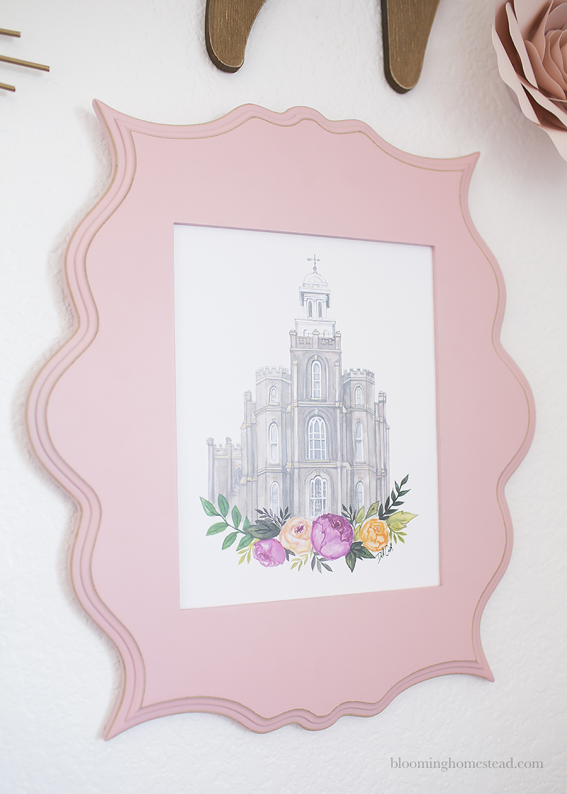 Beautiful and timeless gallery wall perfect for a girls room with beautiful home accents. Get all the details on Blooming Homestead.com